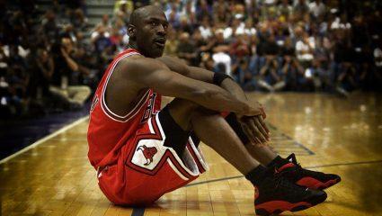 Τα πρώτα Air Jordan: Τα «απαγορευμένα» παπούτσια του Μάικλ Τζόρνταν που εκτόξευσαν τη Nike (Pics)