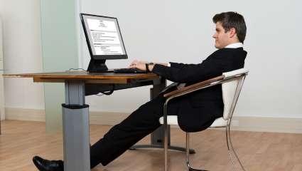 Το καθισιό «σκοτώνει» ακόμα κι αν γυμνάζεσαι: Σήκω από την καρέκλα σου!