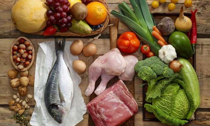 3 ελεύθερα γεύματα την εβδομάδα: Η «πρωτόγονη» δίαιτα που έκανε τον Μάθιου ΜακΚόναχι φέτες