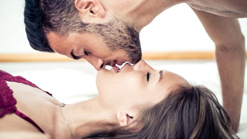 Μύθοι του κρεβατιού: 7 πράγματα που δεν κάνει ποτέ ένας άντρας στο σεξ