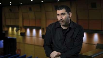 Γιάννης Οικονομίδης: Ο καλύτερος σκηνοθέτης του ελληνικού σινεμά επιστρέφει δριμύτερος