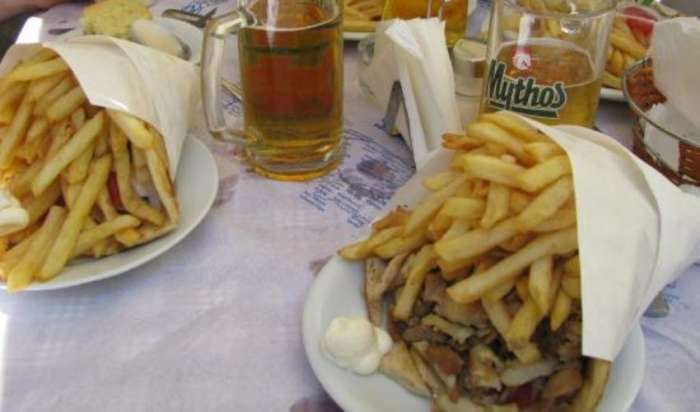 Αυτό είναι το μεγαλύτερο πιτόγυρο στην Ελλάδα και βρίσκεται στην Κρήτη (Pics)