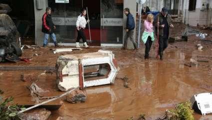 Φονική κακοκαιρία στην Αττική: Δεκαπέντε νεκροί και πολλοί αγνοούμενοι (Pics & Vids)