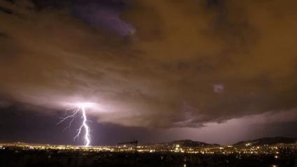 Ισχυρή καταιγίδα με χαλάζι στην Αθήνα (Vids)