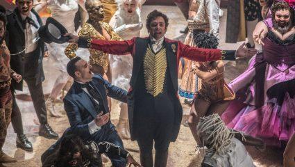 Ο Χιου Τζάκμαν είναι The Greatest Showman: Οι ταινίες της εβδομάδας