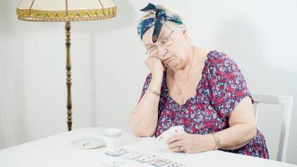 Κουμ καν για πάντα: Τα παιχνίδια της τράπουλας που μάθαμε από τη γιαγιά