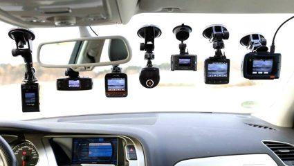 Δίπλωμα οδήγησης: Στο τιμόνι από τα 17 και αλλαγές στις εξετάσεις – Το νέο νομοσχέδιο