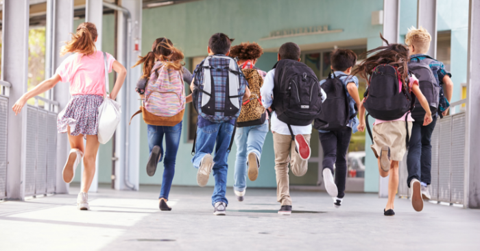 «Αγόρια ιππότες, κορίτσια μαύρες κότες»: 10 εκφράσεις των 90s που ακούγονταν σε κάθε σχολείο