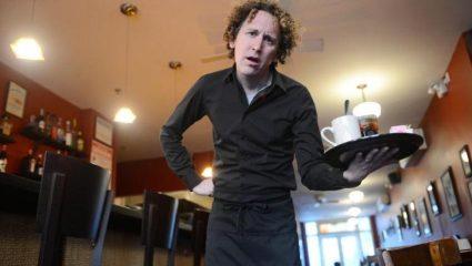 5 τρόποι που δεν πρέπει ΠΟΤΕ να φωνάξεις έναν σερβιτόρο
