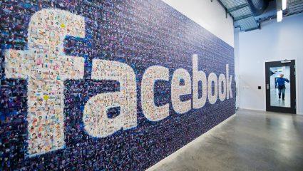 Tο Facebook έχασε 30 δισεκατομμύρια δολάρια σε λίγες ώρες. Ε… και;