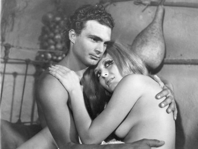 Η γυναίκα που πόθησαν όλοι: Η ιέρεια των ελληνικών αισθησιακών ταινιών (Pics)