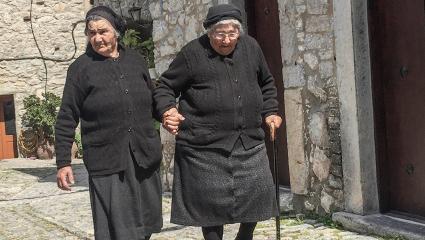 Γριές στο χωριό: Τι λένε και τι πραγματικά εννοούν