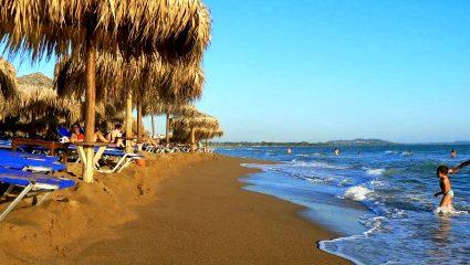 Ζεστά και ιαματικά νερά κοντά στην Αθήνα: Η άγνωστη παραλία – όνειρο που πρέπει να επισκεφτείς (Pics)