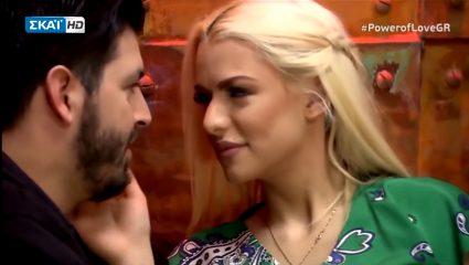 Έπος! Η Στέλλα πρωταγωνιστεί στο πιο «ροζ» βίντεο του Power of Love (Vid)
