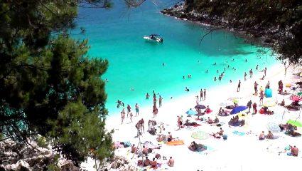 Σαλιάρα: Η παραλία που θα σε κάνει να ξεχάσεις ακόμα και τους Εγκρεμνούς (Pics)