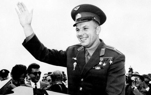 «Μην τον στείλετε εκεί έξω, θα πεθάνει»: Ο Σοβιετικός που έπεσε από το διάστημα για να σώσει τον ήρωα της Ρωσίας