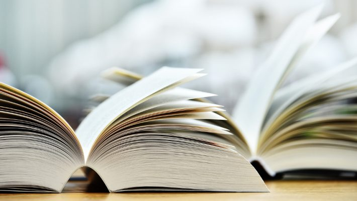 Ο Βαγγέλης Γιαννίσης μας «βυθίζει» στον κόσμο των μεταφραστών βιβλίων