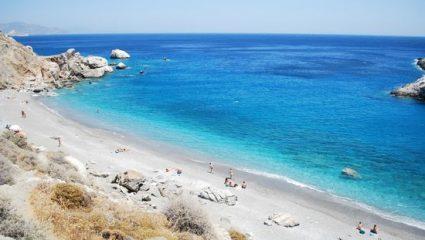 Οι Έλληνες το σνομπάρουν, οι Ευρωπαίοι το αποθεώνουν: Το πιο παρεξηγημένο νησί, φέτος θα είναι sold out