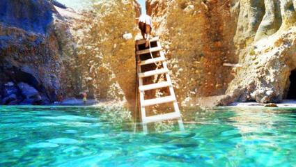 Παράδεισος μόνο για τολμηρούς: Στην ωραιότερη παραλία της Ελλάδας πας με δική σου ευθύνη (Pics)