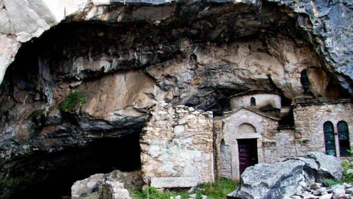 Σπηλιά Νταβέλη: Το μακάβριο μυστικό που έκρυβε για χρόνια το «σπίτι» του διαβόητου λήσταρχου (Pics)