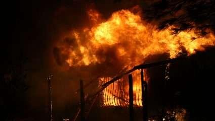 Οι πυρκαγιές δε σβήνουν από μικροπολιτικές και απόδοση ευθυνών