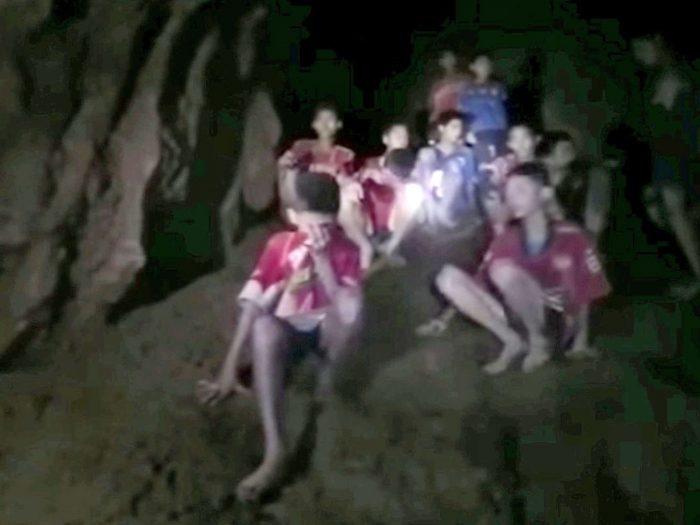 Ταϊλάνδη: Τα παιδιά των μουσώνων θα ζήσουν σε μια σπηλιά μες στο νερό