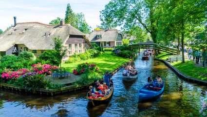 Μια ανάσα απ' το Άμστερνταμ: Αντέχεις να ζήσεις στο πιο «μαγικό» χωριό του κόσμου χωρίς δρόμους και αυτοκίνητα; (Pics & Vid)