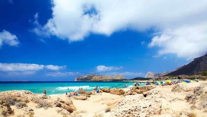 Τολμάς να μπεις; Η παραλία με τα μεγαλύτερα κύματα στην Ελλάδα (Pics)