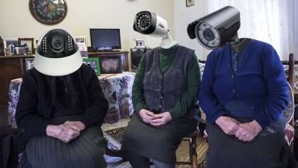 Οι 7 τύποι γιαγιάδων που συνάντησες στις διακοπές σου (Pics)