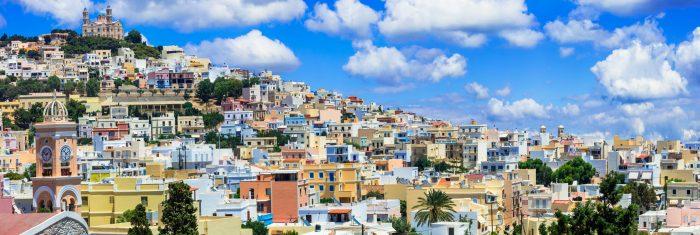 Δεν πέφτει καρφίτσα: Τα 2 ελληνικά νησιά που έκαναν ρελάνς τον Αύγουστο και βούλιαξαν από κόσμο