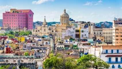 Η Διαφάνεια του Χρόνου: Μια Κούβα που αλλάζει και χάνεται