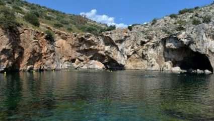 Λίμνη Βουλιαγμένης: Ο ανεξερεύνητος θαλάσσιος κόσμος που έχει «καταπιεί» 8 δύτες