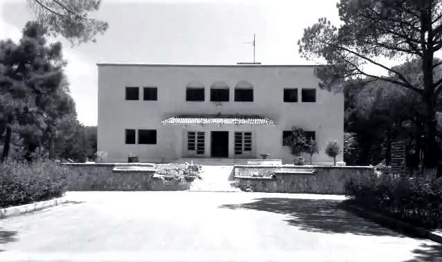 Το χωριό – φάντασμα της Ρόδου που… μυρίζει θάνατο 48 χρόνια μετά το κλείσιμο του Σανατορίου του (Pics & Vids)