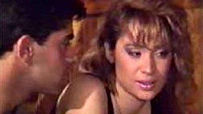 Η ιέρεια της βιντεοκασέτας: Ο εφηβικός έρωτας κάθε 35άρη χάθηκε στη ζάλη των ουσιών (Pics)