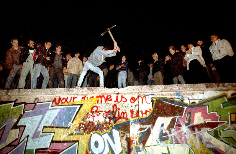 https://menshouse.gr/media/2018/09/24/berlin-wall-89.jpg