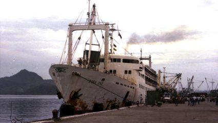 Ανάμεσα σε φωτιά και καρχαρίες: Το ναυάγιο με τους 4.375 νεκρούς που ξεπέρασε σε φρίκη και τον Τιτανικό