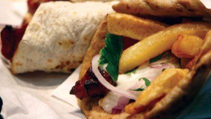 «Δικάβαλο»: Το σουβλάκι - μύθος της Θεσσαλονίκης που πρέπει να φας