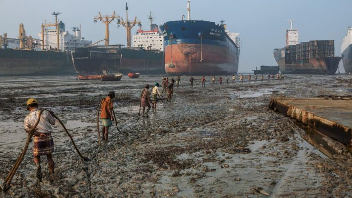 Νεκροταφείο πλοίων και ψυχών: Ένα μέρος που η οσμή θανάτου ντροπιάζει όσο λίγα το ανθρώπινο είδος
