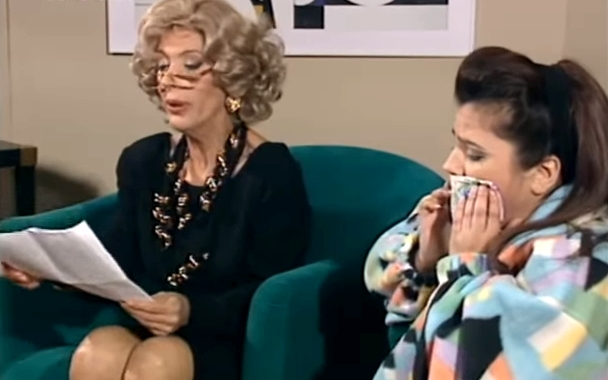 Η πιο αστεία ελληνική σειρά των '90s δεν έχει παίξει σε επανάληψη