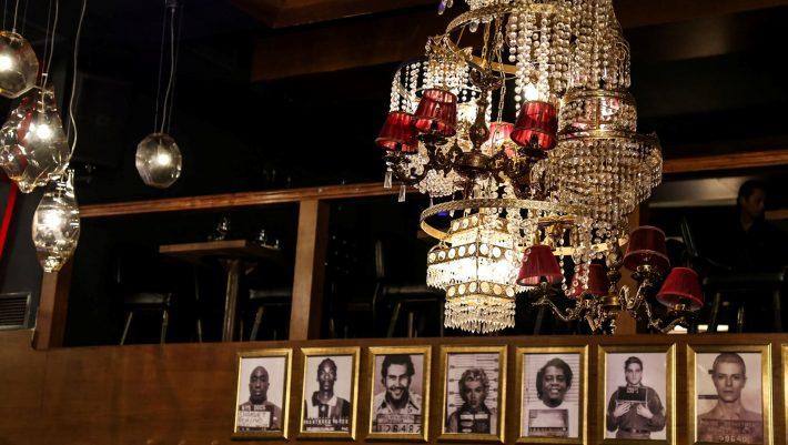 Η πιο σκληρή «πόρτα» στην Αθήνα: Το θρυλικό μπαρ που έγινε απωθημένο και προσκύνημα