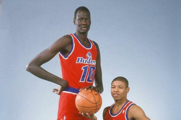 Όταν το NBA εξαπατήθηκε: Ο ψηλότερος παίκτης στον κόσμο έπαιξε 10 χρόνια με ψεύτικη ηλικία