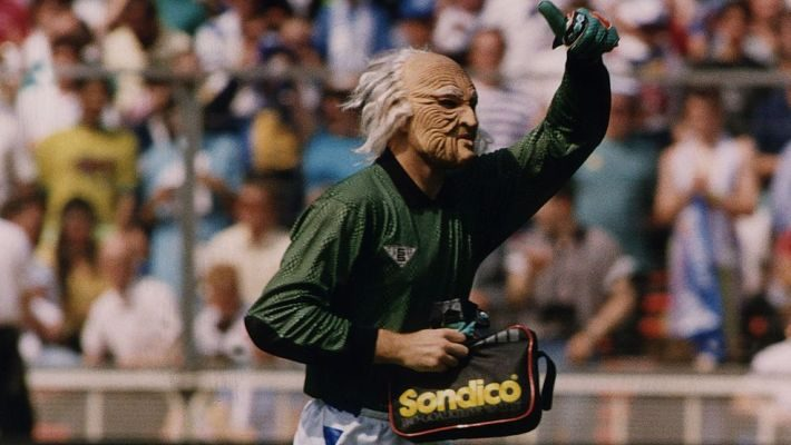 Ο τερματοφύλακας που μπήκε να παίξει στο Γουέμπλεϊ με μάσκα από το «The Κόπανοι»