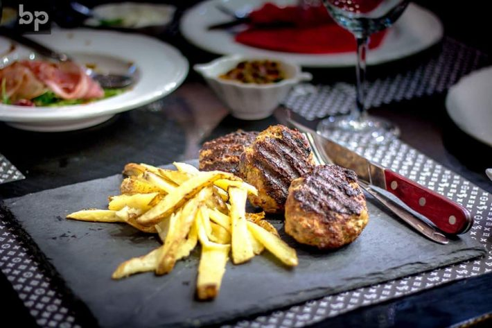 «Τσεσίτι»: Το πιάτο-γίγας που δεν το κάνουν καλά ούτε 3 κρεατομάχοι (Pics)