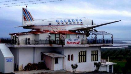 Το θρυλικό «Καφέ αεροπλάνο» του '80 κατέληξε οίκος ανοχής και «γκρέμισε» την εφηβεία μας