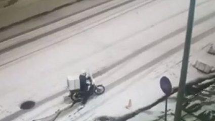 Είναι γαϊδουριά να παραγγέλνεις όταν έξω χιονίζει;