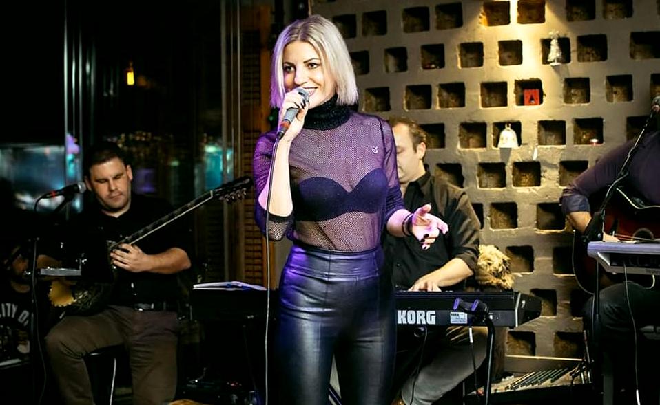 5 Ελληνίδες τραγουδίστριες που γνωρίζουν μόνο όσοι ανήκουν στα βαθιά μπουζούκια (Pics)
