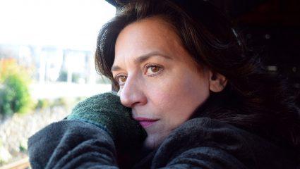 Η Μαρία Ζορμπά σπάει κάθε μέρα την παγωμένη λίμνη της