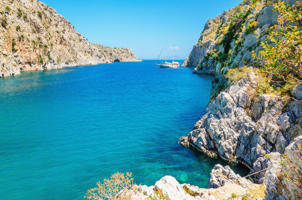 «Με 50 ευρώ έχεις τη θάλασσα στην πόρτα σου»: Το ελληνικό νησί που έσβησε τη Μύκονο (Pics)