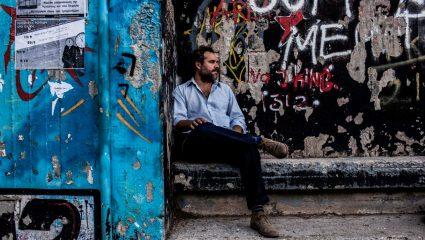 Ο Θέμος Σκανδάμης σε περιμένει για «Χειμερία Νάρκη» στο Afrikana
