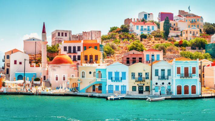 «Το πολύχρωμο διαμάντι του Αιγαίου»: Το «άγνωστο» ελληνικό νησί που αποθεώθηκε από το National Geographic (Pics)